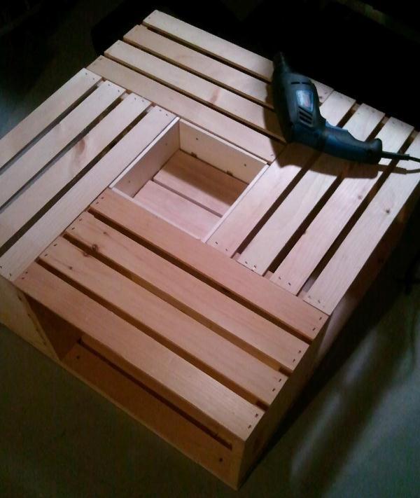 comment faire une table pratique pour le s jour avec de vieilles caisses en bois page 2 sur 3. Black Bedroom Furniture Sets. Home Design Ideas
