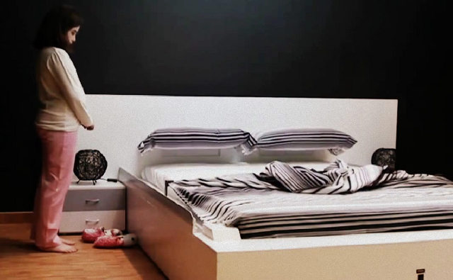 le lit qui se fait tout seul. Black Bedroom Furniture Sets. Home Design Ideas