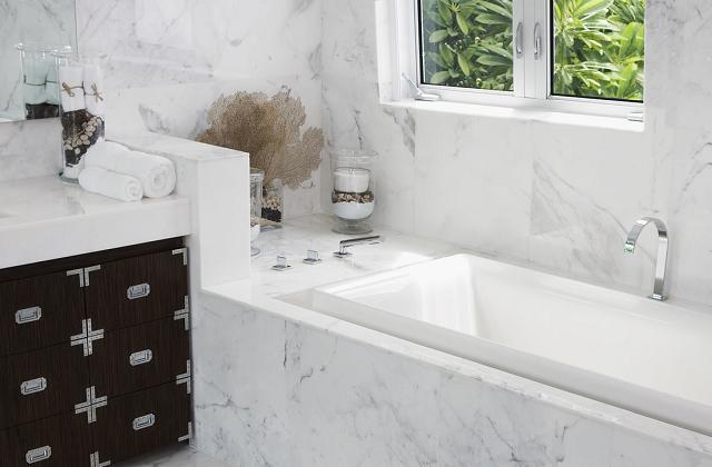 Du marbre et des pierres naturelles pour la salle de bain