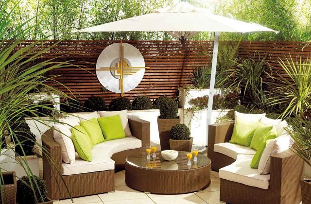 Comment faire pour avoir un salon dans le jardin : chaises et canapés d'extérieur