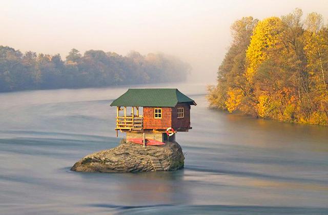 La maison érigée sur un rocher depuis 48 ans