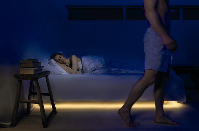 Les lumières pour la chambre avec des détecteurs de mouvement