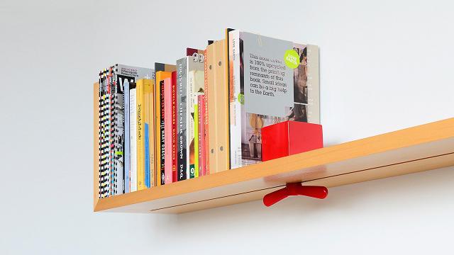 L'étagère avec serre-livres réglables
