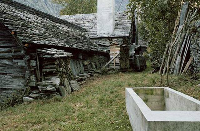 une r novation surprenante transforme une ruine en une maison de montagne moderne. Black Bedroom Furniture Sets. Home Design Ideas