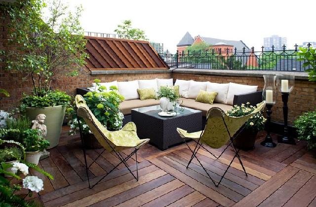 Une solution élégante pour votre terrasse : le plancher en bois