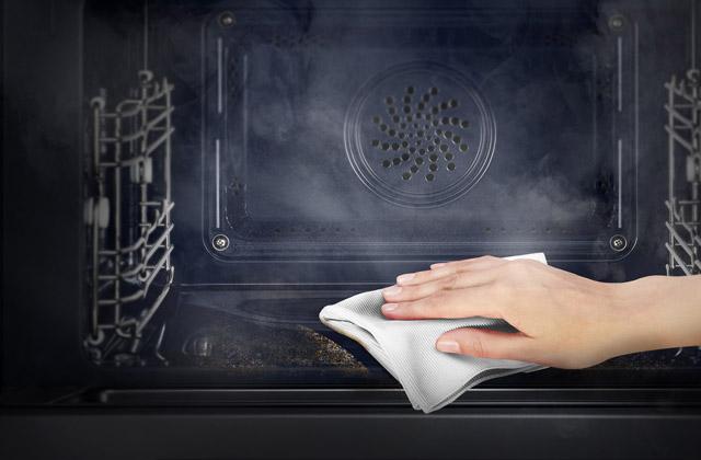 Comment nettoyer le four sans utiliser de détergents ?