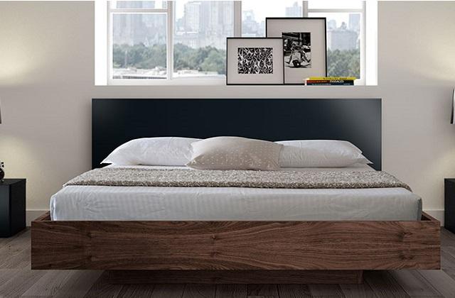 Dormir dans un lit en bois chaud et confortable