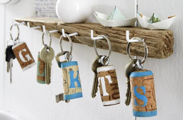 Comment utiliser des bouchons de li ge pour cr er un porte clefs - Comment faire un porte clef ...