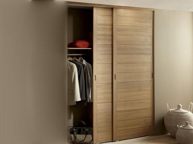 Acheter une armoire : avec portes coulissantes ou à battants ?