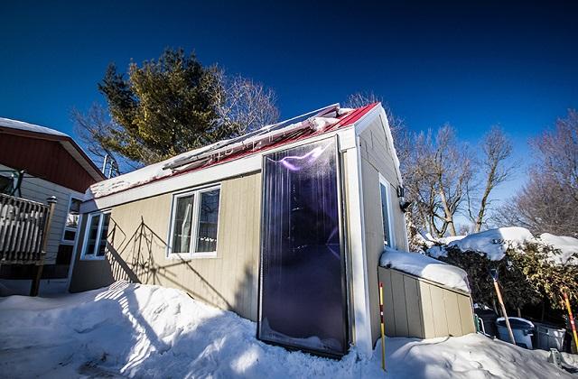 La tiny house solaire qui se réchauffe pendant tout l'hiver pour seulement 100$ (vidéo)