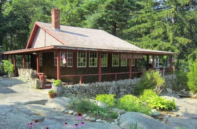 Paper House : vivre dans une maison de papier