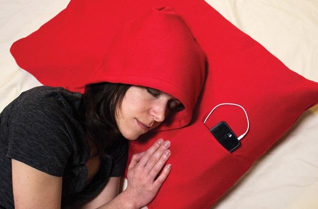 L'oreiller HoodiePillow pour une détente parfaite