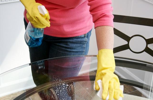 surfaces en verre voil comment les nettoyer. Black Bedroom Furniture Sets. Home Design Ideas