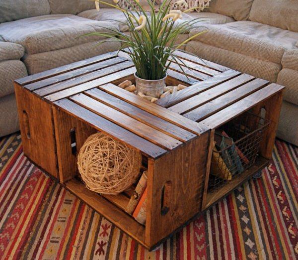 Comment faire une table pratique pour le séjour avec de vieilles caisses en bois