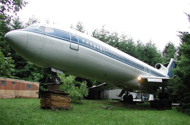 L'homme qui vit dans les bois dans un Boeing 727