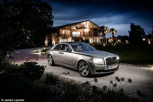 lancement de la nouvelle voiture Rolls-Royce II