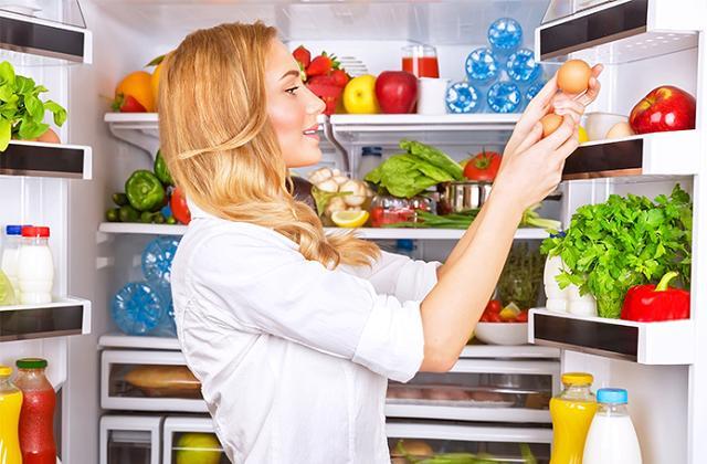 le réfrigérateur a les dimensions justes