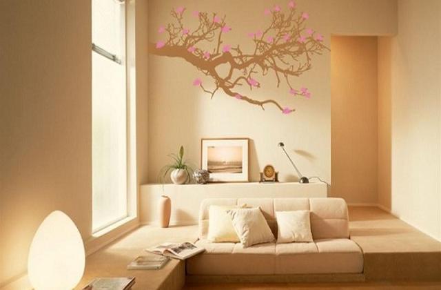 choisissez une nuance que vous aimez et teintez les murs