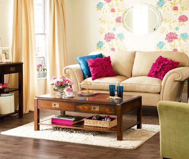 recouvrez les canapés et les fauteuils avec des serviettes fraîches et colorées