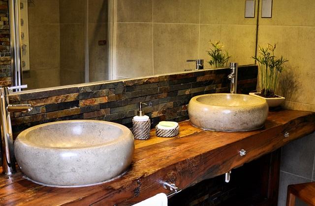 La salle de bains partagée : le lavabo et le miroir, des idées pour le couple