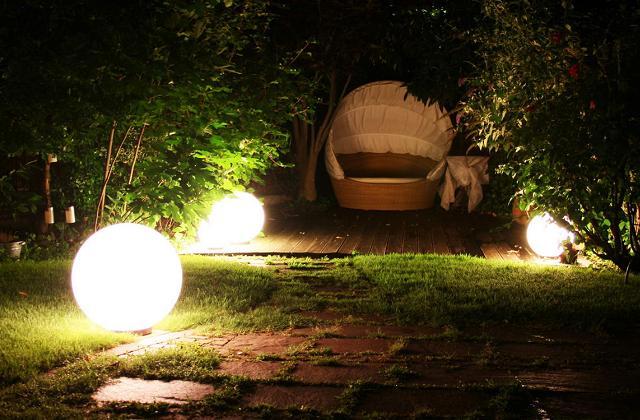 Illuminer le jardin sans frais