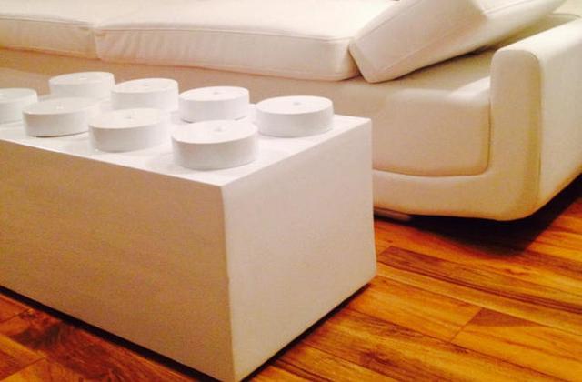 la table basse en forme de brique lego. Black Bedroom Furniture Sets. Home Design Ideas