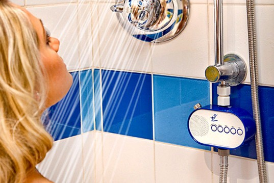 Écouter la radio sous la douche, en épargnant
