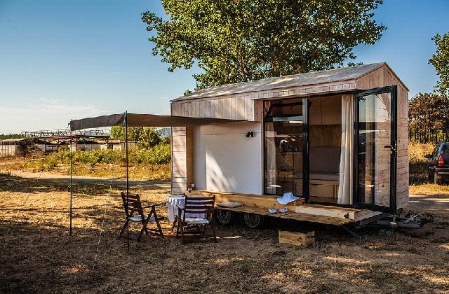 Une petite maison en bois de seulement 9 m²