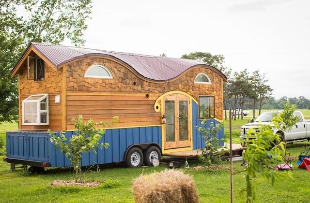 Une vieille caravane devient une maison fonctionnelle