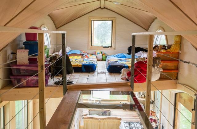 Une vieille caravane devient une maison