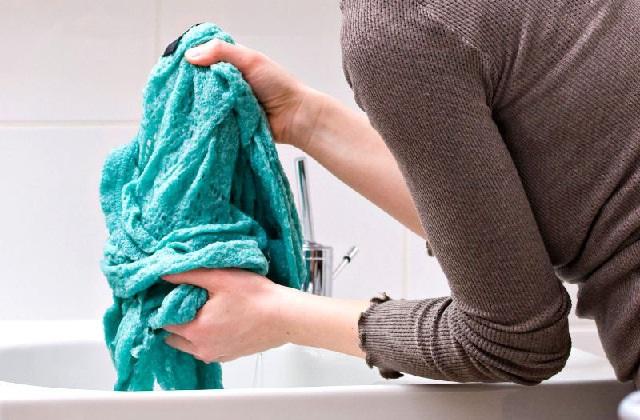 Vos vêtements sentent la moisissure ?