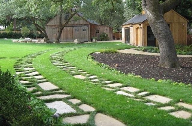 Comment réaliser une allée en béton dans le jardin