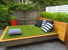 Bricolage : un lit d'herbe construit avec des palettes