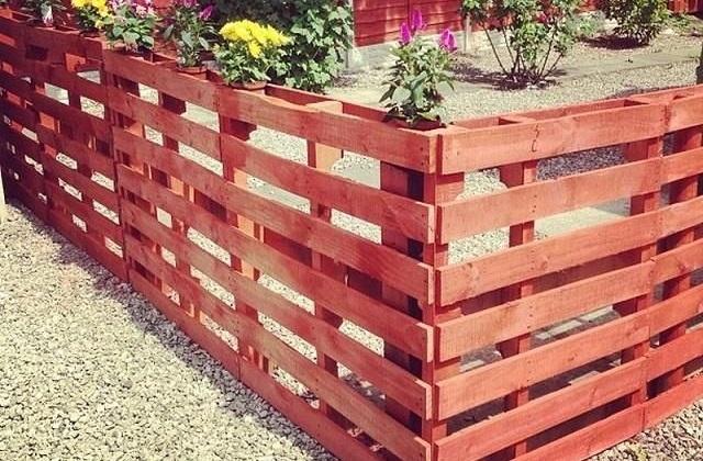 Bricolage : comment construire une clôture avec des palettes