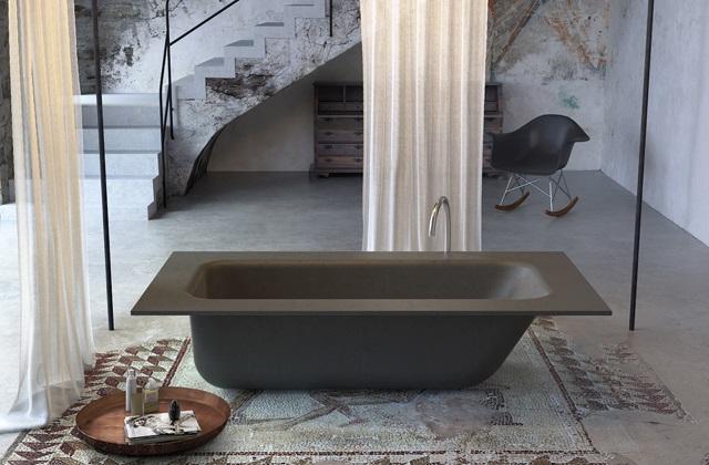 Une baignoire en ciment pour la salle de bains