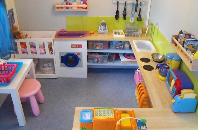comment cr er un coin jeux pour les enfants la maison. Black Bedroom Furniture Sets. Home Design Ideas