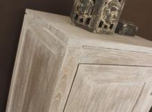 Bricolage : comment « antiquiser » un meuble blanc moderne