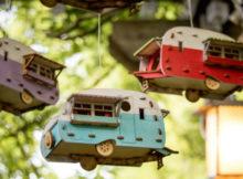 Petites maisons pour les oiseaux en forme de camping-car