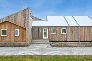 La maison biologique : complètement écologique et construite avec des matériaux de construction provenant de déchets