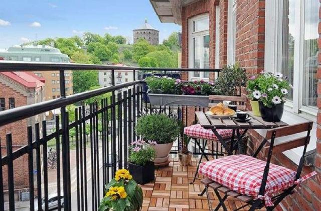 Comment meubler un petit balcon, en l'agrandissant