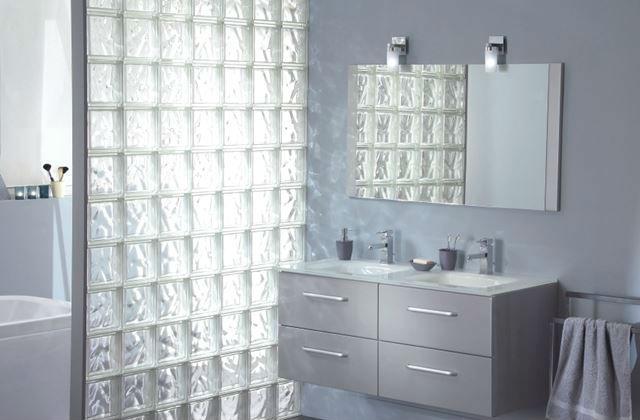 mur de brique de verre pour la douche comment le construire. Black Bedroom Furniture Sets. Home Design Ideas